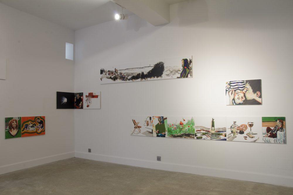 """Chad Keveny, """"So Saint-Cirq ! #2"""". Peintures à l'huile et encre de Chine sur toile, 40 x 50cm et 70 x 50 cm. Vue du Parcours d'art contemporain, Maisons Daura, Saint-Cirq-Lapopie. Courtesy de l'artiste Photographie A. Astruc © 2013"""