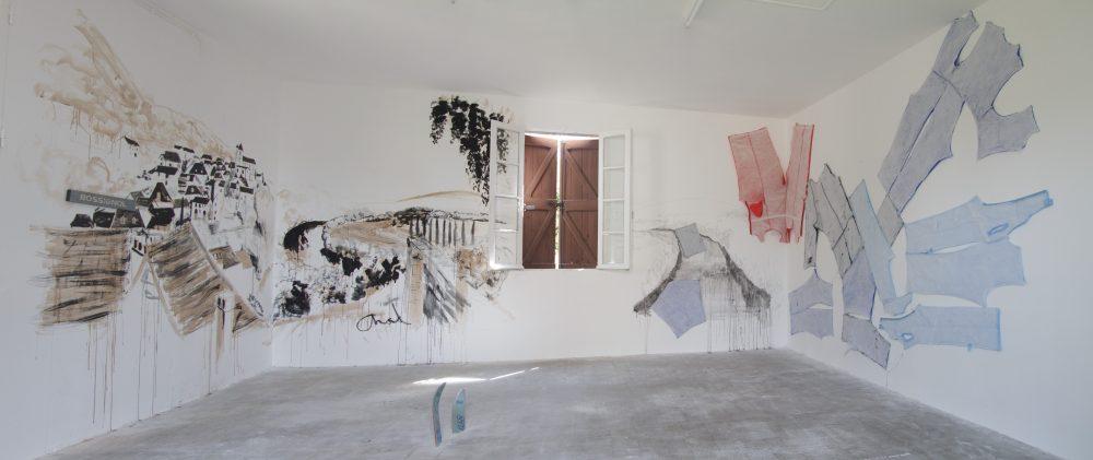 """Chad Keveny & Daniel Perrier """"Le bruit de la blouse"""". 2013. Dessins muraux, techniques mixtes. Vues du Parcours d'art contemporain, salle paroissiale, Calvignac. Courtesy de l'artiste. Photographie A. Astruc © 2013"""