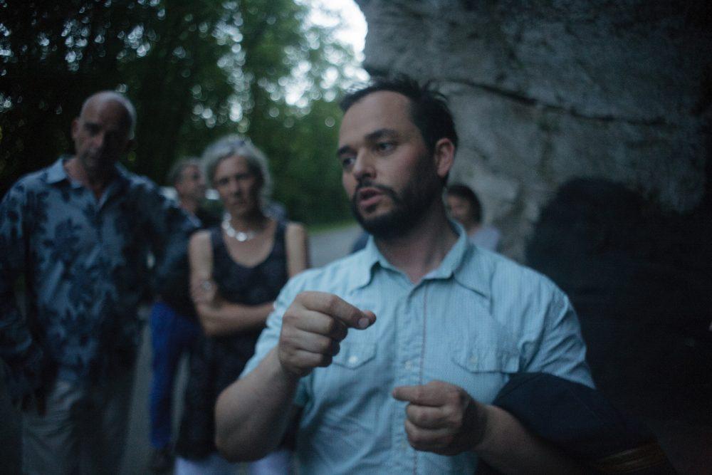 """Vue du vernissage de """"La montagne qui marche"""", Parcours d'art contemporain en vallée du Lot, 2013."""