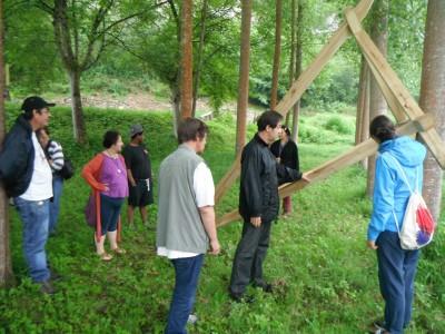 """Visite du Parcours d'art contemporain en vallée du Lot avec un groupe du Foyer """"La Passerelle"""" de Leyme"""
