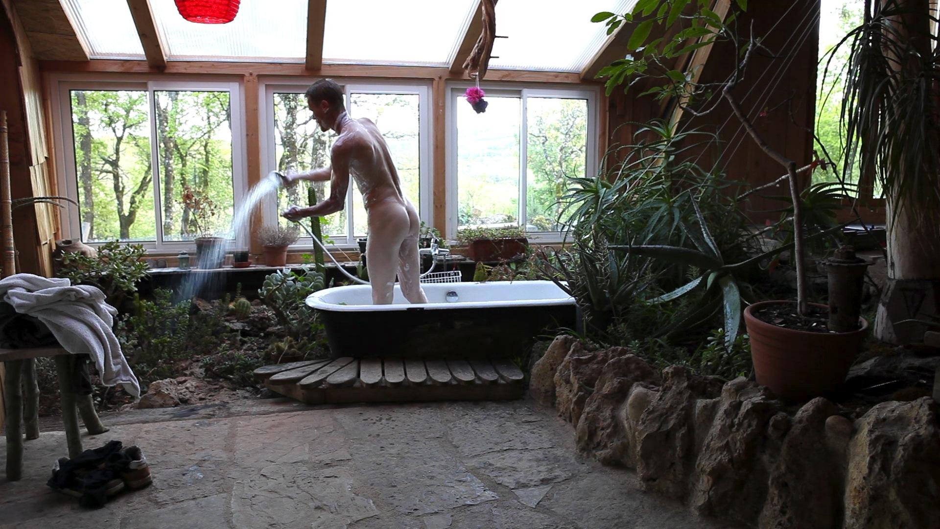 Suzanne Husky, Wash, Vidéo, 1h15, 2012 Image extraite du film Wash Courtesy de l'artiste.