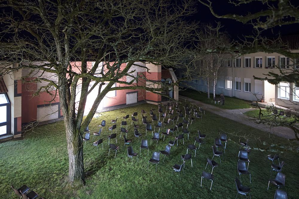 """""""Espèce d'objet ! Maison de travers"""", une exposition présentée par la Maison des Arts Georges & Claude Pompidou, du 26 mars au 4 juin 2017,à partir d'un ensemble d'œuvres issues des collections des FRAC Midi-Pyrénées, Languedoc-Roussillo"""