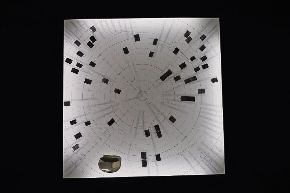 """Colin G., """"Sans titre"""" impression sur calque, microfilm, loupe, table lumineuse - 2016 - exposition Rémanences domestiques, château d'Espeyran, Saint-Gilles (photo Vincent Montel)."""