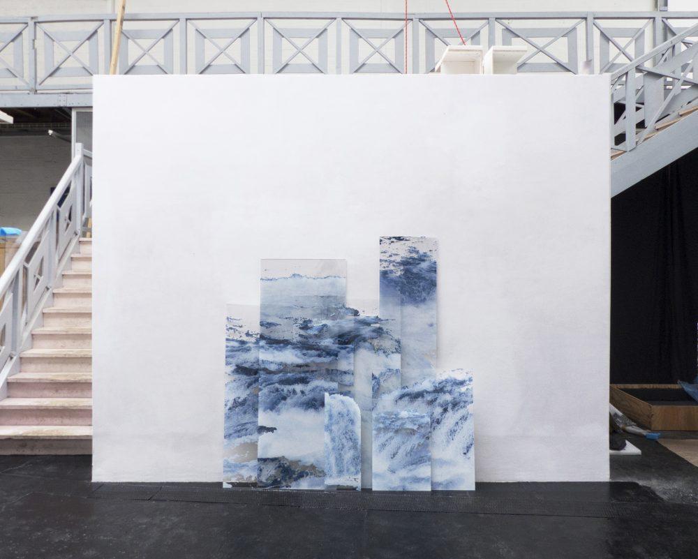 """Lyse Fournier """"La ruée"""". Impressions numériques sur plexiglas, dimensions variables. Produit par Les Ateliers Vortex dans le cadre du Prix Impression Photographique III. 2018."""