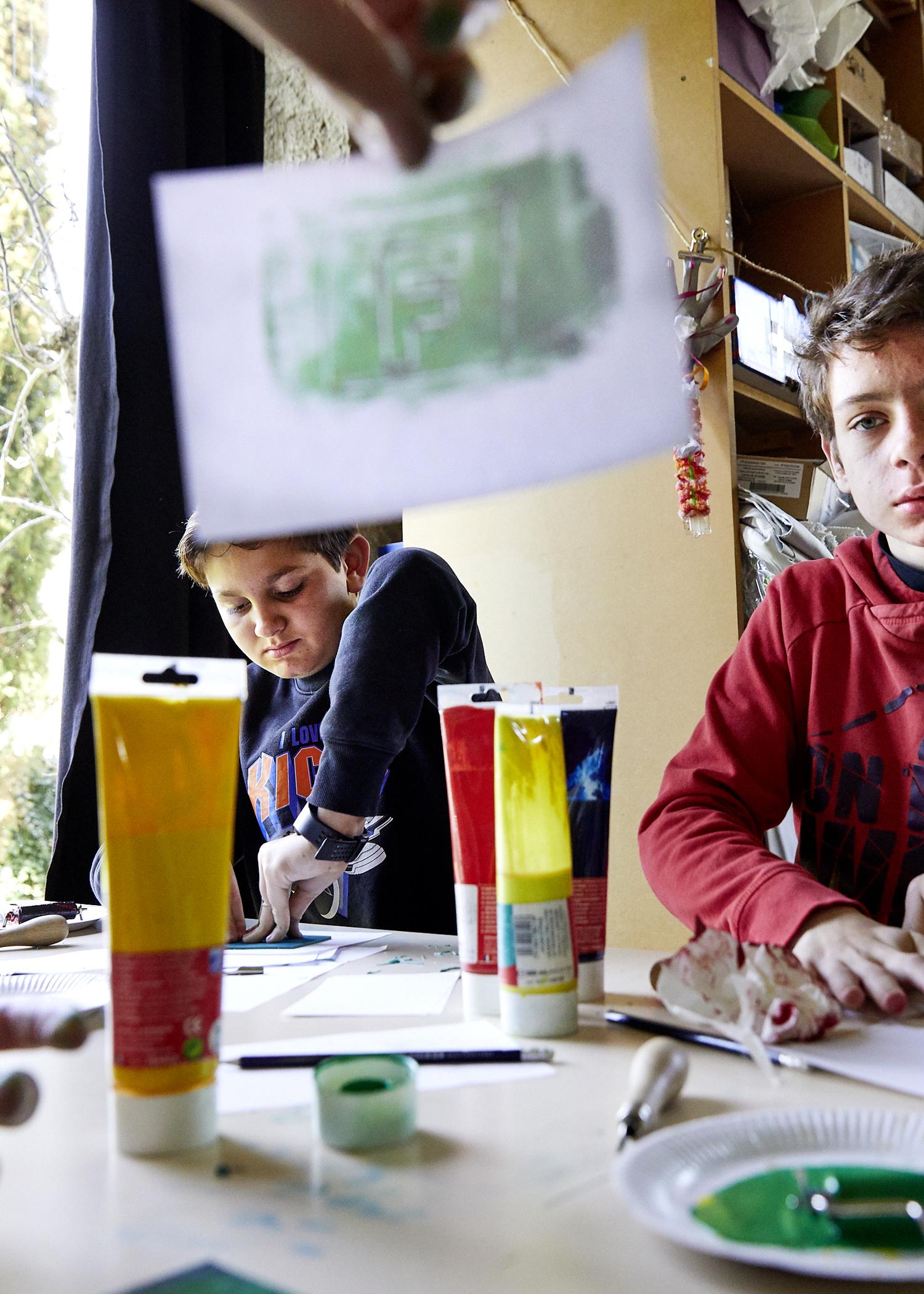 classe de 4° du college masbou en visite à la MACGP et participant a l'ateleier linogravure dans le cadre du dispositif des nouveaux collectionneurs