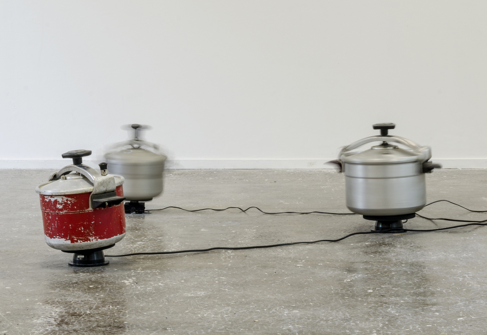 Marion Mounic, Samâ', Cocottes-minute, moteurs, 2018, courtesy de l'artiste