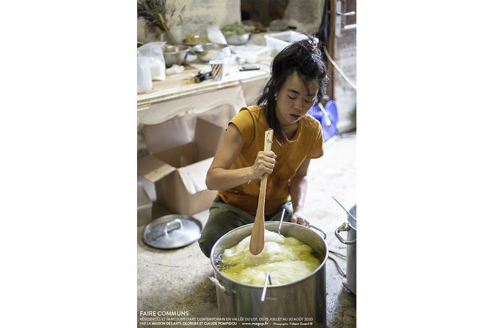 Natsuko Uchino aux Maisons Daura, juillet 2020. FAIRE COMMUNS, MAGCP, 2020. Photo © Yohann Gozard.
