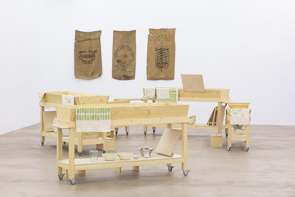 Maies, Marie Preston 2019, Production Ferme du Buisson et sacs à grains, collection Musée de Cuzals. FAIRE COMMUNS, MAGCP, 2020. Photo © Yohann Gozard.