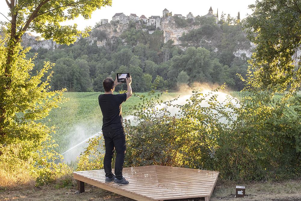Aire de Pique-nique de Larnagol, installation, Pascal Lazarus & invités. FAIRE COMMUNS, MAGCP, 2020. Photo © Yohann Gozard.