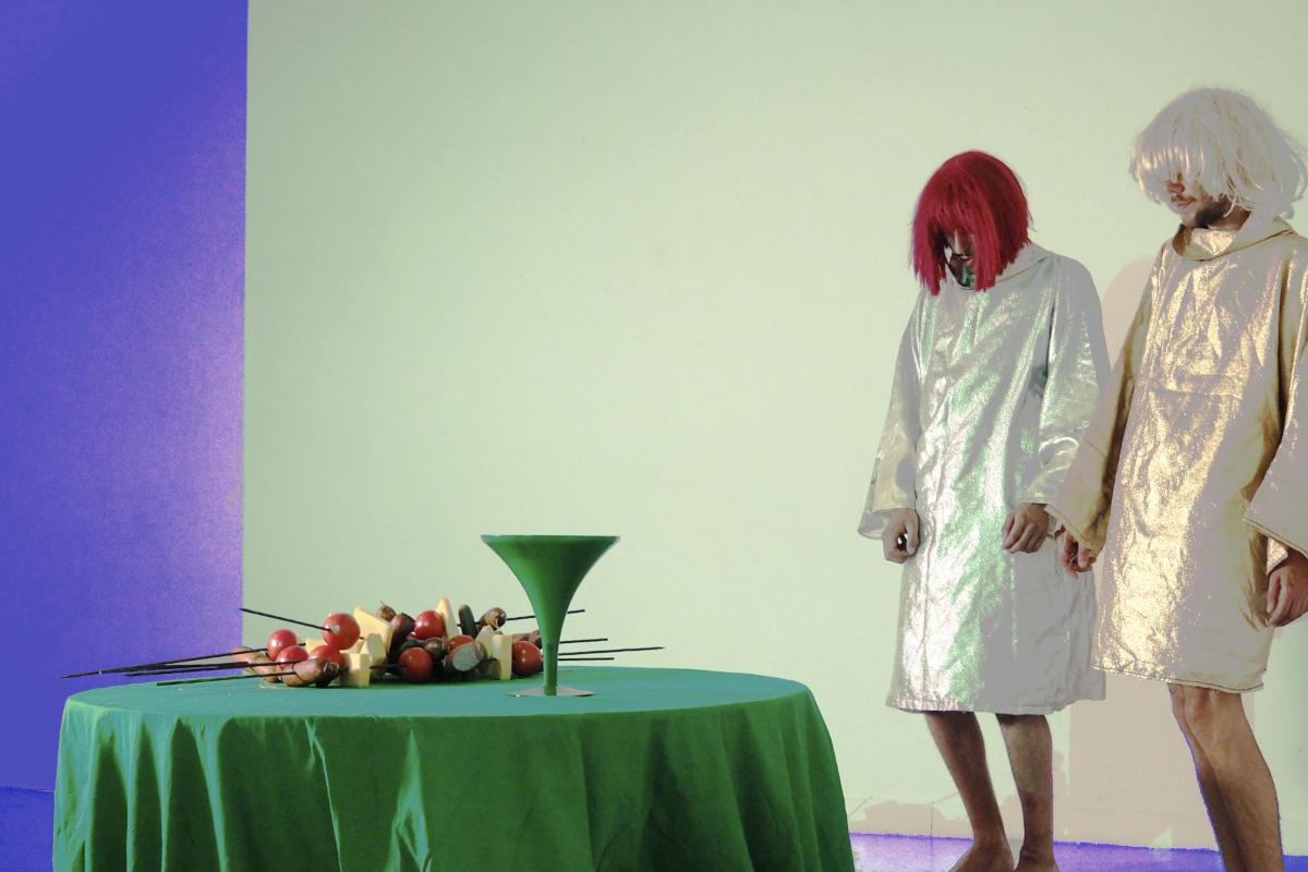 """Clémentine Poirier, """"The undulating, Et manger les cendres"""", 2017, performance et installation. Courtesy de l'artiste"""