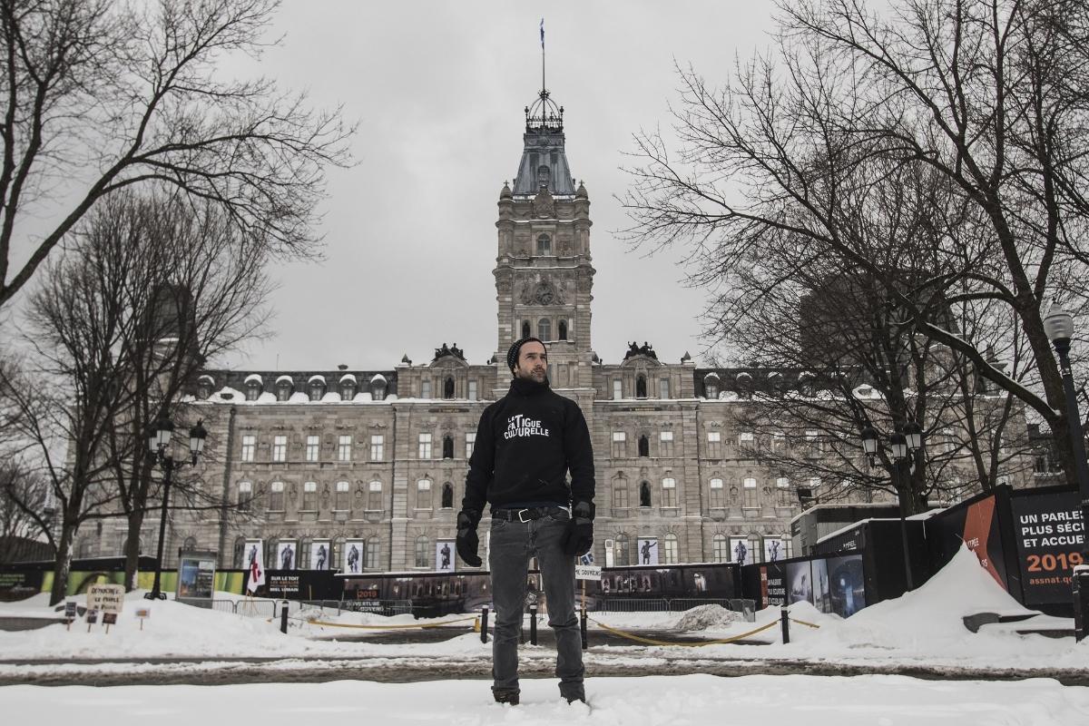 """Nicolas Rivard, """"La Fatigue culturelle au Parlement du Québec"""", 2018, performance au Parlement du Québec, Québec. Courtesy de l'artiste"""