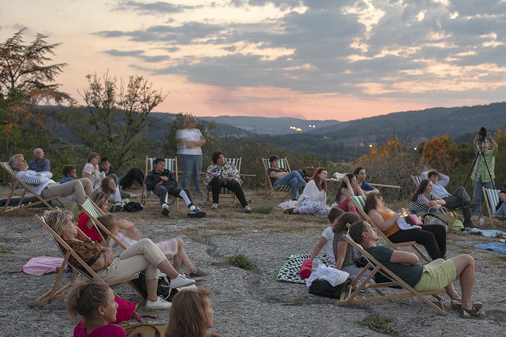 Soirée Observation des étoiles en lien avec Nos récits n'ont pas de prix, installation de François Martig. FAIRE COMMUNS, MAGCP, 2020. Photo © Yohann Gozard.